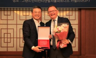 """PolyMirae being awarded """"Excellent Partner of 2018"""" by Yuhan-Kimberly"""